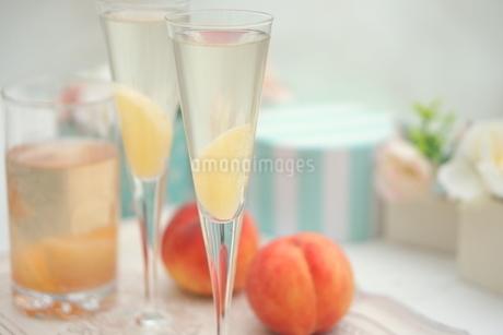 ピーチな炭酸・桃のシャンパンの写真素材 [FYI01247857]