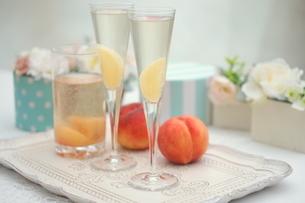 ピーチな炭酸・桃のシャンパンの写真素材 [FYI01247859]