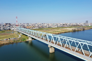 江戸川に架かる鉄橋の写真素材 [FYI01247994]