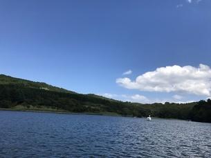ボートからの景色 夏の写真素材 [FYI01248390]