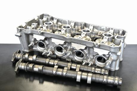 バイクエンジンのシリンダーヘッドの写真素材 [FYI01248508]