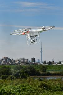 空撮専用の小型ドローンの写真素材 [FYI01248848]