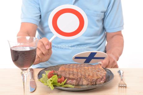 ステーキとマルバツプのラカードの写真素材 [FYI01248952]