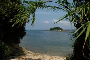 海に浮かぶ島の写真素材 [FYI01249136]