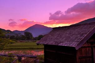 田舎の朝焼けの写真素材 [FYI01249289]