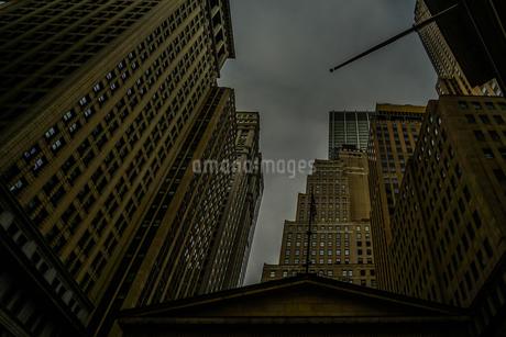 ニューヨーク・ウォール街の街並みの写真素材 [FYI01249464]