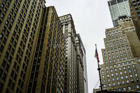ニューヨーク・ウォール街の街並みの写真素材 [FYI01249466]
