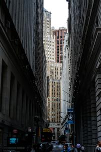 ニューヨーク・ウォール街の街並みの写真素材 [FYI01249471]