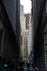 ニューヨーク・ウォール街の街並みの写真素材 [FYI01249472]