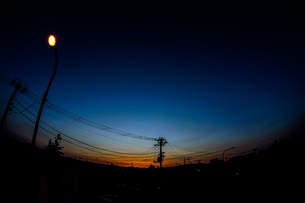 夕景と電柱の写真素材 [FYI01249595]