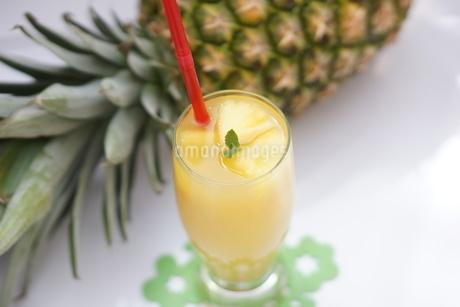 パイナップルジュースの写真素材 [FYI01249625]