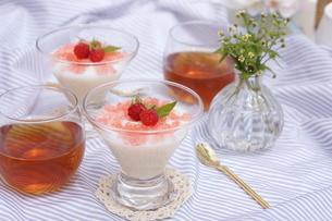 練乳ミルクのデザートの写真素材 [FYI01249667]