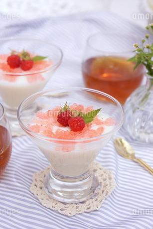 練乳ミルクのデザートの写真素材 [FYI01249673]
