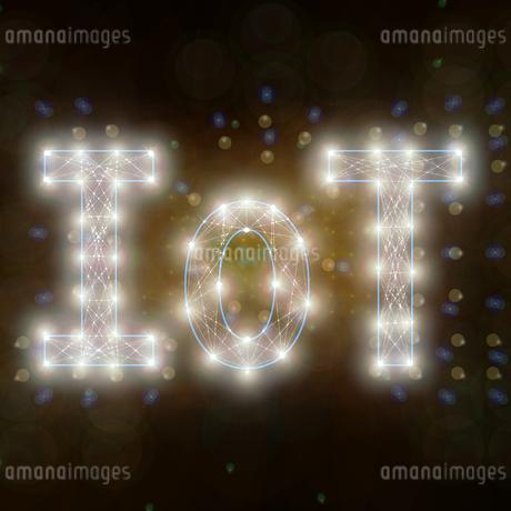 光り輝くIoTの文字のイラスト素材 [FYI01249946]