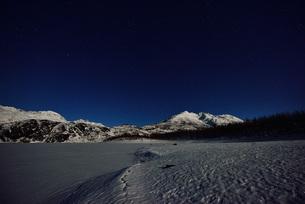 アラスカの山と夜の写真素材 [FYI01250032]