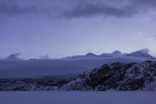 アラスカの霧と山の写真素材 [FYI01250050]