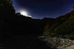 月明かり 谷川岳一ノ倉沢の写真素材 [FYI01250059]