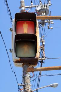 錆びついた歩行者信号の写真素材 [FYI01250214]