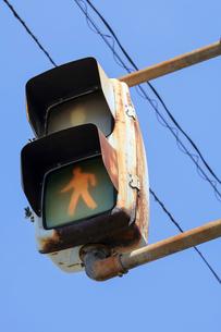 錆びついた歩行者信号の写真素材 [FYI01250215]