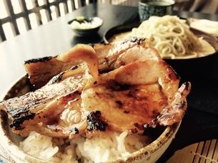 ざるそばと肉丼の写真素材 [FYI01250491]