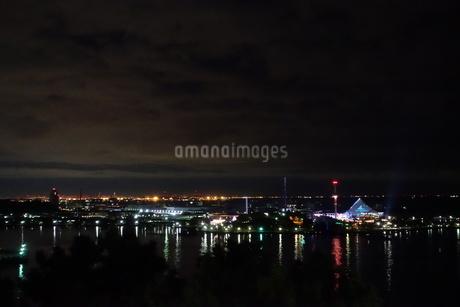 夜明け前の八景島シーパラダイスの写真素材 [FYI01250721]
