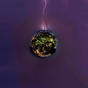 雷のリトルプラネットの写真素材 [FYI01250936]