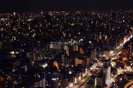 東京下町の夜景の写真素材 [FYI01251084]