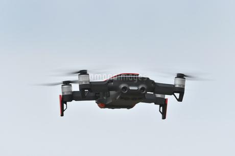空撮専用の小型ドローンの写真素材 [FYI01251119]