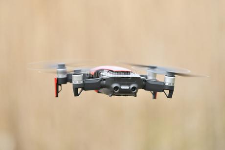 空撮専用の小型ドローンの写真素材 [FYI01251120]