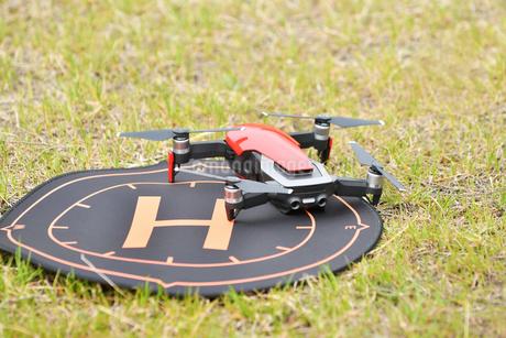空撮専用の小型ドローンの写真素材 [FYI01251121]