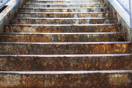 錆びついた古い階段の写真素材 [FYI01251157]