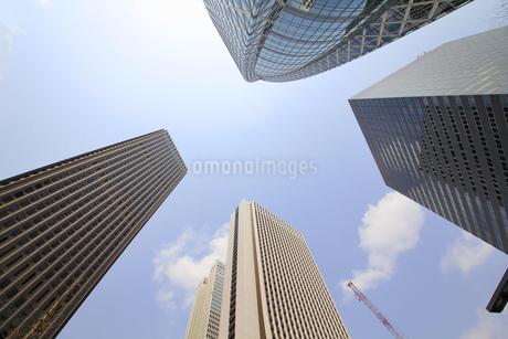 新宿高層ビル群と青空の写真素材 [FYI01251221]