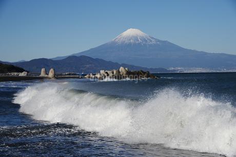 富士山と波の写真素材 [FYI01251327]