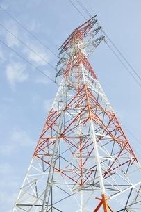 紅白の鉄塔の写真素材 [FYI01251390]