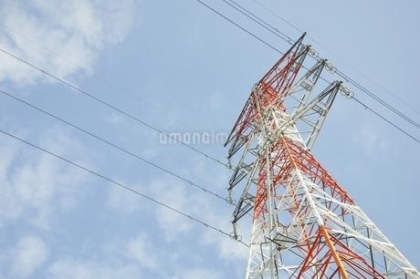 紅白の鉄塔の写真素材 [FYI01251395]