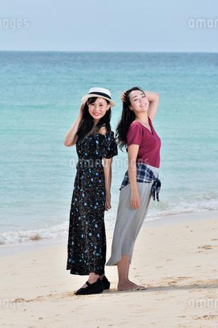 宮古島/前浜ビーチでポートレート撮影の写真素材 [FYI01251721]