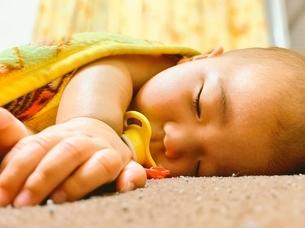 可愛い赤ちゃんの写真素材 [FYI01251942]