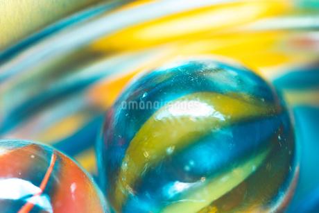 カラフルなビー玉の写真素材 [FYI01251950]