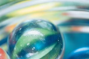 カラフルなビー玉の写真素材 [FYI01251951]