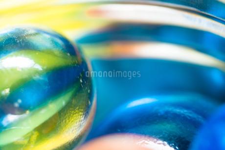 カラフルなビー玉の写真素材 [FYI01251952]