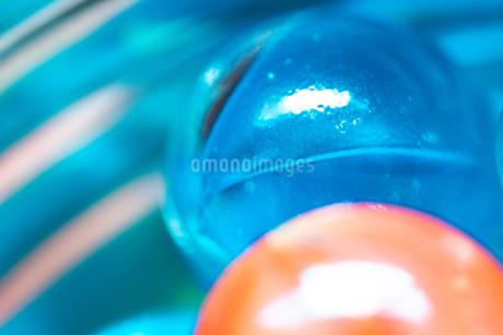 カラフルなビー玉の写真素材 [FYI01251953]