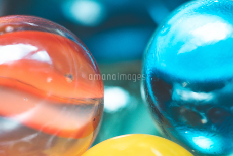カラフルなビー玉の写真素材 [FYI01251961]