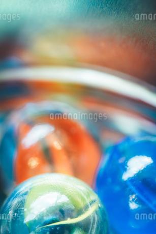 カラフルなビー玉の写真素材 [FYI01251978]