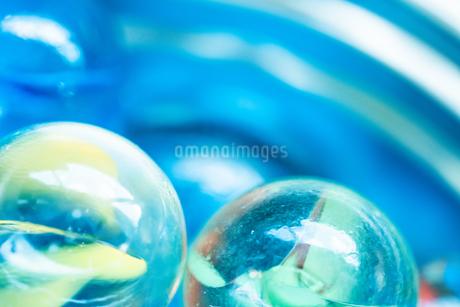 カラフルなビー玉の写真素材 [FYI01251979]