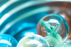 カラフルなビー玉の写真素材 [FYI01251980]