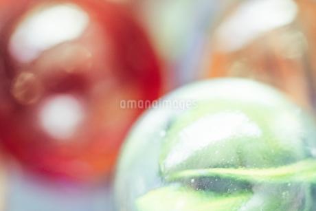 カラフルなビー玉の写真素材 [FYI01251989]