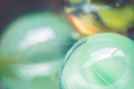 カラフルなビー玉の写真素材 [FYI01251990]