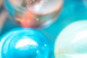 カラフルなビー玉の写真素材 [FYI01251991]