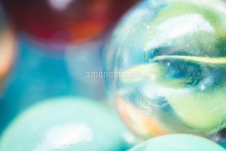 カラフルなビー玉の写真素材 [FYI01251993]