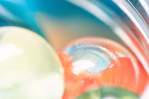 カラフルなビー玉の写真素材 [FYI01251995]